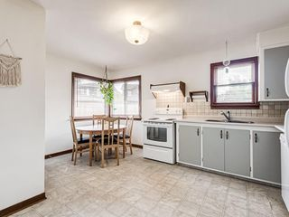 Photo 5: 527 35A Street NW in Calgary: Parkdale Detached for sale : MLS®# A1015681