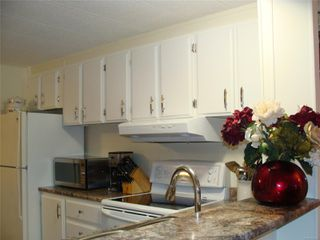 Photo 8: 11 158 Cooper Rd in : VW Songhees Manufactured Home for sale (Victoria West)  : MLS®# 862242