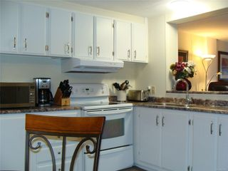 Photo 9: 11 158 Cooper Rd in : VW Songhees Manufactured Home for sale (Victoria West)  : MLS®# 862242