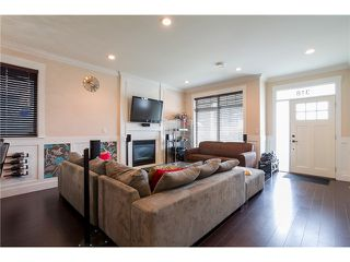 Photo 4: 318 BURNS Street in Coquitlam: Coquitlam West 1/2 Duplex for sale : MLS®# V1046054