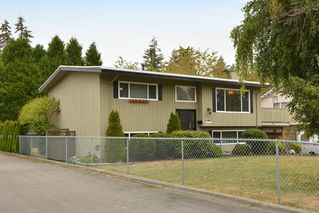 """Photo 2: 13151 15A Avenue in Surrey: Crescent Bch Ocean Pk. House for sale in """"Ocean Park"""" (South Surrey White Rock)  : MLS®# F1423059"""