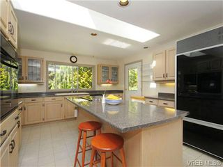 Photo 10: 370 Hector Rd in VICTORIA: SW Prospect Lake House for sale (Saanich West)  : MLS®# 694961