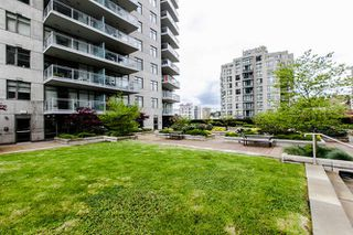 "Photo 6: 1605 892 CARNARVON Street in New Westminster: Downtown NW Condo for sale in ""Azure II - Plaza 88"" : MLS®# R2077064"