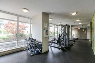 "Photo 5: 1605 892 CARNARVON Street in New Westminster: Downtown NW Condo for sale in ""Azure II - Plaza 88"" : MLS®# R2077064"
