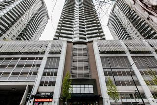 "Photo 2: 1605 892 CARNARVON Street in New Westminster: Downtown NW Condo for sale in ""Azure II - Plaza 88"" : MLS®# R2077064"