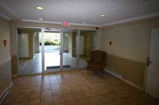 "Photo 2: 204 33675 MARSHALL Road in Abbotsford: Central Abbotsford Condo for sale in ""THE HUNTINGDON"" : MLS®# R2085437"