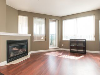 """Photo 4: 330 2099 LOUGHEED Highway in Port Coquitlam: Glenwood PQ Condo for sale in """"Shaughnessy Square"""" : MLS®# R2086396"""