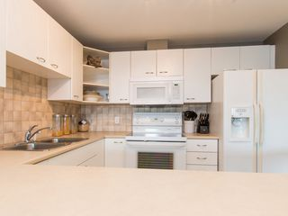 """Photo 3: 330 2099 LOUGHEED Highway in Port Coquitlam: Glenwood PQ Condo for sale in """"Shaughnessy Square"""" : MLS®# R2086396"""