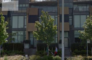 """Photo 2: 256 W 1ST Avenue in Vancouver: False Creek Townhouse for sale in """"THE JAMES"""" (Vancouver West)  : MLS®# R2132636"""