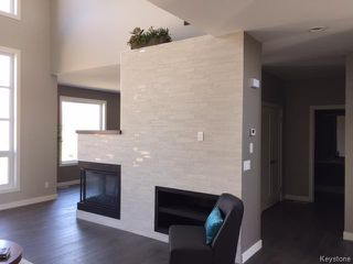 Photo 4: 413 Scotswood Drive South in Winnipeg: Charleswood Residential for sale (1G)  : MLS®# 1710110