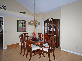 Photo 7: 114 SIGNATURE Close SW in Calgary: Signal Hill House for sale