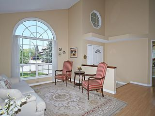 Photo 3: 114 SIGNATURE Close SW in Calgary: Signal Hill House for sale