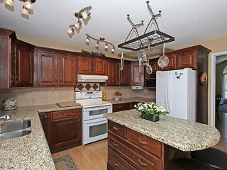 Photo 9: 114 SIGNATURE Close SW in Calgary: Signal Hill House for sale