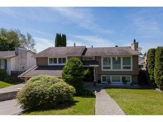 "Photo 1: 3747 SANDY HILL Crescent in Abbotsford: Abbotsford East House for sale in ""Sandy Hill"" : MLS®# R2174274"