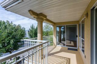 "Photo 17: 405 13727 74 Avenue in Surrey: East Newton Condo for sale in ""Kings Court"" : MLS®# R2201896"