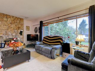 Photo 2: 3944 HAMILTON Street in Port Coquitlam: Lincoln Park PQ House for sale : MLS®# R2222336