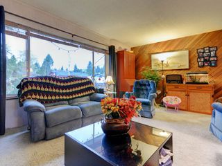 Photo 3: 3944 HAMILTON Street in Port Coquitlam: Lincoln Park PQ House for sale : MLS®# R2222336