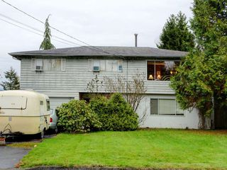 Photo 1: 3944 HAMILTON Street in Port Coquitlam: Lincoln Park PQ House for sale : MLS®# R2222336