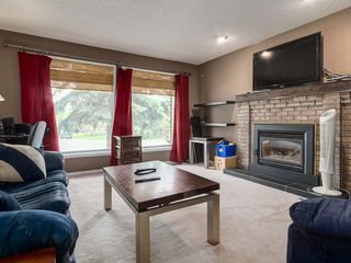 Photo 3: 32 Berkshire Close NW in : Beddington Heights House for sale (Calgary)  : MLS®# C4120444