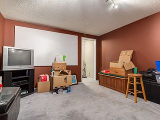 Photo 12: 32 Berkshire Close NW in : Beddington Heights House for sale (Calgary)  : MLS®# C4120444