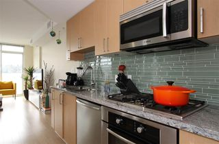 Photo 3: 701 89 W 2nd Street in : False Creek Condo for sale (Vancouver West)  : MLS®# R2056301