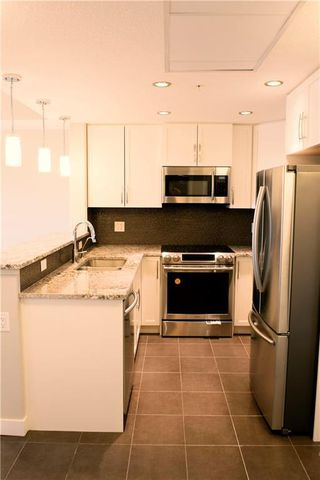 Photo 6: 304 32 VARSITY ESTATES Circle NW in Calgary: Varsity Apartment for sale : MLS®# C4185124