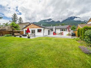 """Photo 20: 41562 ROD Road in Squamish: Brackendale House for sale in """"Brackendale"""" : MLS®# R2269959"""