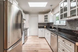"""Photo 5: 41562 ROD Road in Squamish: Brackendale House for sale in """"Brackendale"""" : MLS®# R2269959"""