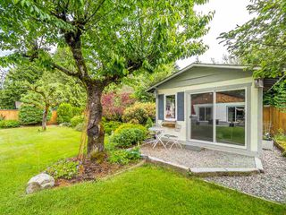 """Photo 18: 41562 ROD Road in Squamish: Brackendale House for sale in """"Brackendale"""" : MLS®# R2269959"""