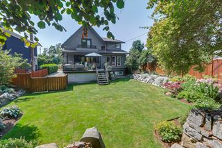 Photo 2: 4942 PINE Crescent in Vancouver: Quilchena House for sale (Vancouver West)  : MLS®# R2301522