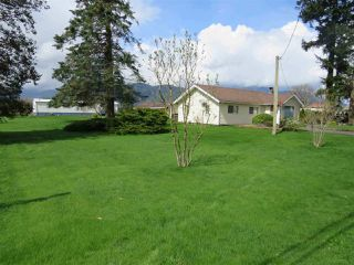 "Photo 3: 10689 MCSWEEN Road in Chilliwack: Fairfield Island House for sale in ""Fairfield Island"" : MLS®# R2306254"