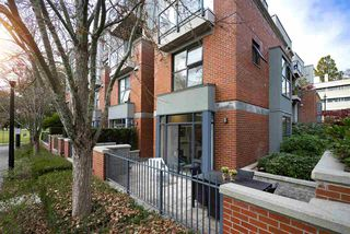 "Photo 2: 108 2688 VINE Street in Vancouver: Kitsilano Townhouse for sale in ""TREO"" (Vancouver West)  : MLS®# R2318408"