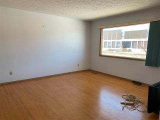 Photo 2: 9401 163 Street in Edmonton: Zone 22 House for sale : MLS®# E4147476