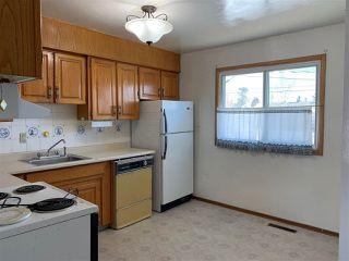 Photo 3: 9401 163 Street in Edmonton: Zone 22 House for sale : MLS®# E4147476
