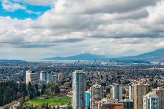 """Main Photo: 5207 4670 ASSEMBLY Way in Burnaby: Metrotown Condo for sale in """"STATION SQUARE"""" (Burnaby South)  : MLS®# R2356923"""