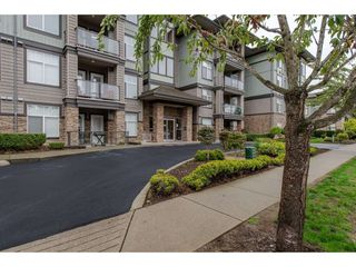 "Photo 2: 408 33338 MAYFAIR Avenue in Abbotsford: Central Abbotsford Condo for sale in ""The Sterling"" : MLS®# R2358359"