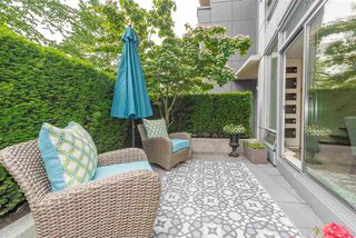 "Photo 4: 960 COOPERAGE Way in Vancouver: Yaletown Townhouse for sale in ""Coopers Point"" (Vancouver West)  : MLS®# R2376080"