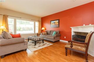 Photo 4: 768 Hanbury Place in VICTORIA: Hi Bear Mountain Single Family Detached for sale (Highlands)  : MLS®# 412394