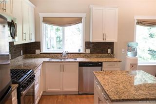 Photo 7: 768 Hanbury Place in VICTORIA: Hi Bear Mountain Single Family Detached for sale (Highlands)  : MLS®# 412394
