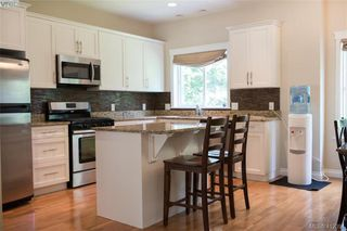 Photo 6: 768 Hanbury Place in VICTORIA: Hi Bear Mountain Single Family Detached for sale (Highlands)  : MLS®# 412394