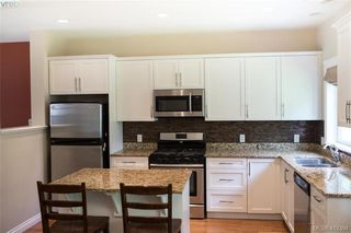Photo 5: 768 Hanbury Place in VICTORIA: Hi Bear Mountain Single Family Detached for sale (Highlands)  : MLS®# 412394