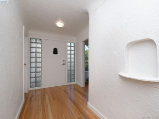 Photo 3: 318 Uganda Ave in VICTORIA: Es Kinsmen Park Half Duplex for sale (Esquimalt)  : MLS®# 822180