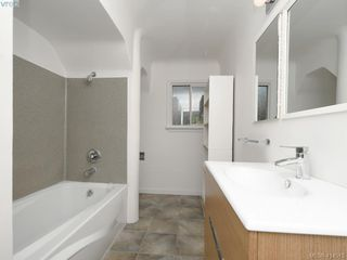 Photo 15: 318 Uganda Ave in VICTORIA: Es Kinsmen Park Half Duplex for sale (Esquimalt)  : MLS®# 822180