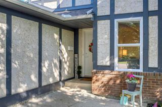 Photo 2: 3944 51 Street in Edmonton: Zone 29 House for sale : MLS®# E4169676