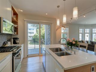 Photo 10: 205 1765 Oak Bay Ave in : Vi Rockland Condo for sale (Victoria)  : MLS®# 854014