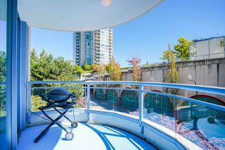 "Photo 24: 403 719 PRINCESS Street in New Westminster: Uptown NW Condo for sale in ""Stirling Place"" : MLS®# R2492631"