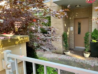 Photo 2: 1 828 Rupert Terr in : Vi Downtown Row/Townhouse for sale (Victoria)  : MLS®# 862421