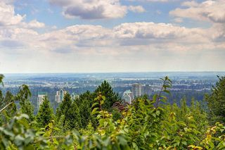 """Photo 10: 211 1432 PARKWAY Boulevard in Coquitlam: Westwood Plateau Condo for sale in """"MONTREUX"""" : MLS®# R2099628"""