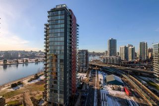 "Photo 9: 1705 33 SMITHE Street in Vancouver: Yaletown Condo for sale in ""COOPERS LOOKOUT"" (Vancouver West)  : MLS®# R2129827"
