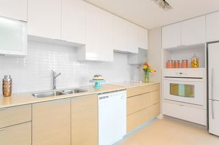 """Photo 6: 701 175 W 2ND Street in North Vancouver: Lower Lonsdale Condo for sale in """"Ventana"""" : MLS®# R2155702"""